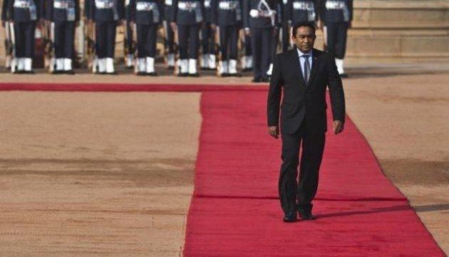 На Мальдивах требуют импичмента президента, парламент окружила армия