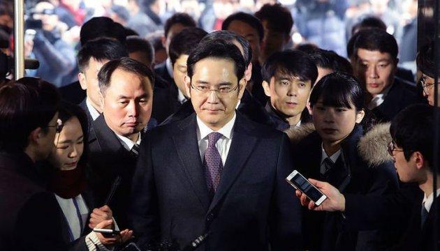 Главу Samsung выпустили из тюрьмы