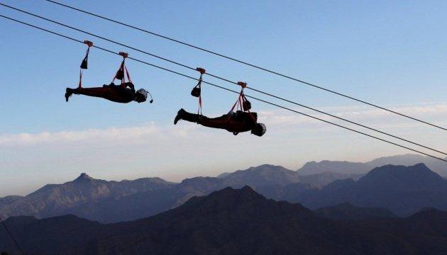 Три километра над пропастью: в ОАЭ открыли самый длинный в мире зиплайн
