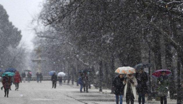 Снегопады парализовали Испанию - отменили более 40 авиарейсов и закрыли школы
