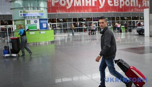 Желающие выехать за границу украинцы получили онлайн-помощника