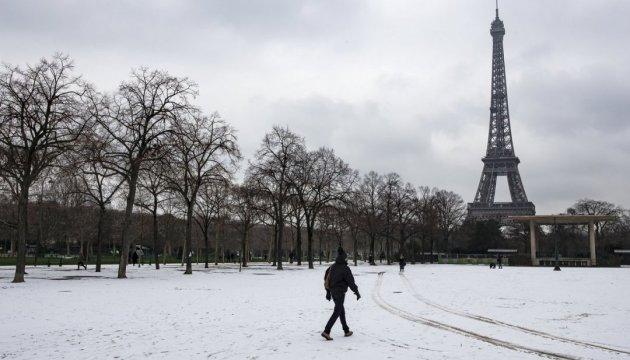 Эйфелева башня закрыта из-за снегопада