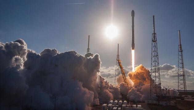 SpaceX успішно запустила Falcon Heavy із супутником на борту