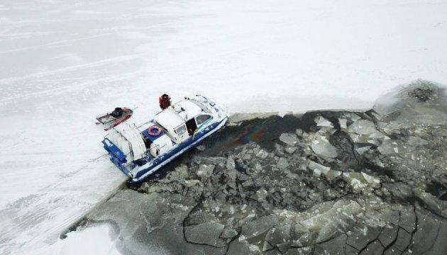В Естонії автобус з туристами провалився під лід: є жертви