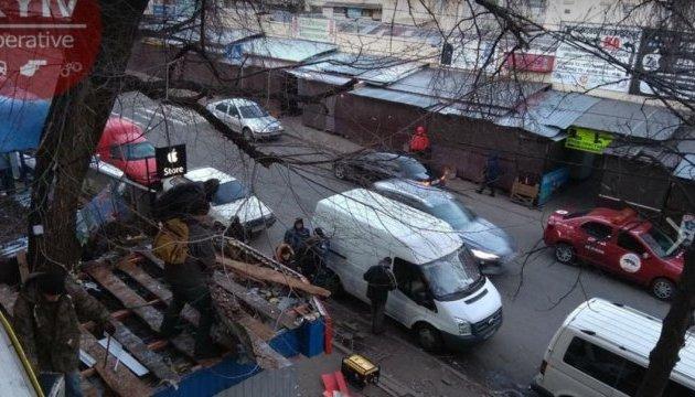 В столице возле радиорынка сносят МАФы