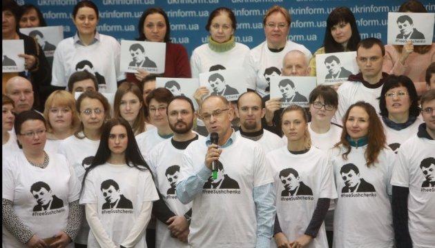 Укринформ флешмобом поздравил Сущенко с днем рождения