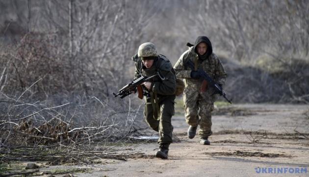 Бойовики провели 12 прицільних обстрілів. Штаб АТО назвав втрати за добу