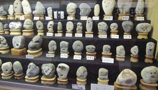 Японія заманює туристів каменями з обличчями
