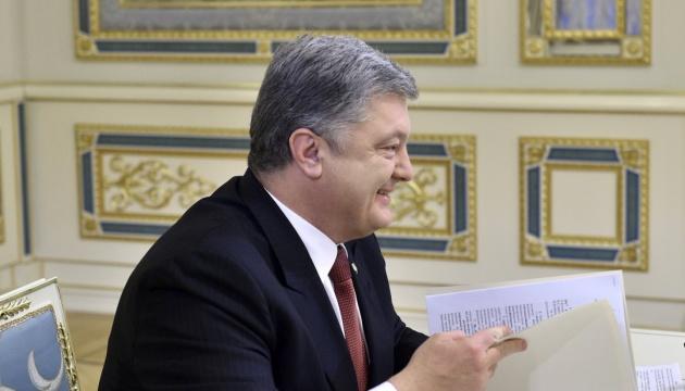 Präsident Poroschenko unterschreibt Sprachengesetz – Video