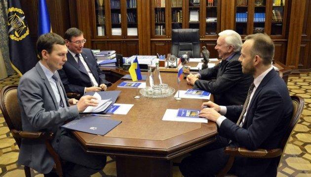 Луценко обсудил с послом Нидерландов расследование MH17