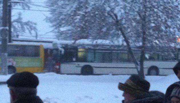 У Чернівцях страйкують водії маршруток - вимагають підняти тарифи