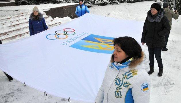 У Киевской облгосадминистрации подняли государственный и олимпийский флаги