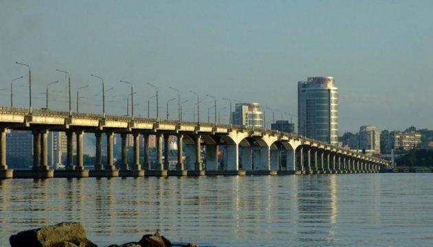 В Днипре власть рассматривает смену подрядчика для ремонта Нового моста