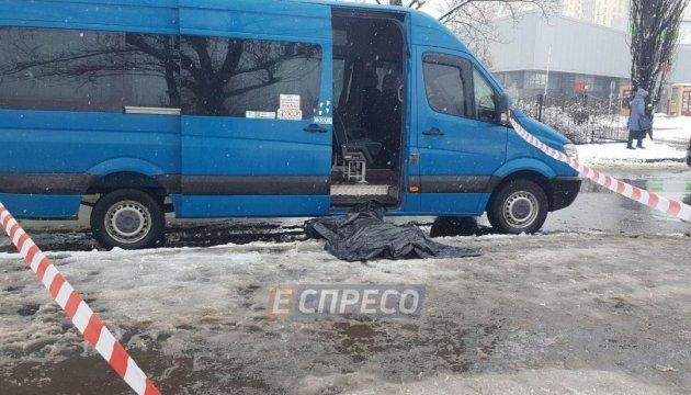 В Киеве на остановке мужчину зарезали за сделанное замечание
