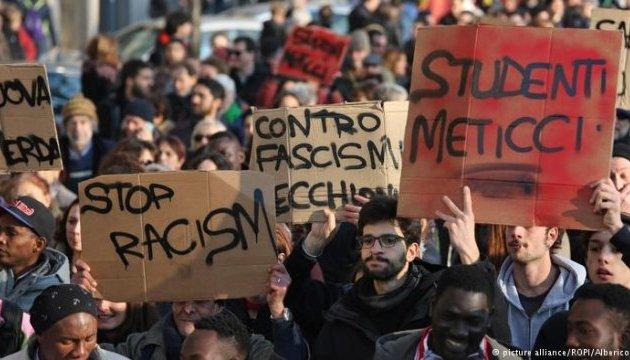 В Италии состоялись протесты после стрельбы в мигрантов