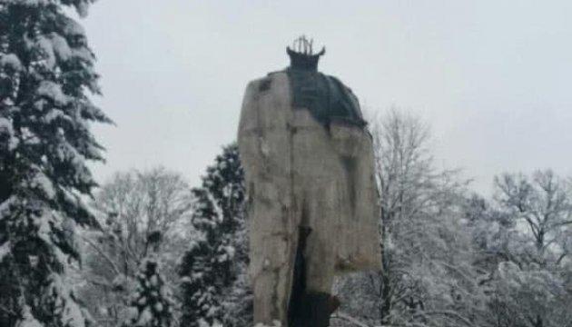 На Львовщине вандалы отбили голову бронзового памятника Шевченко