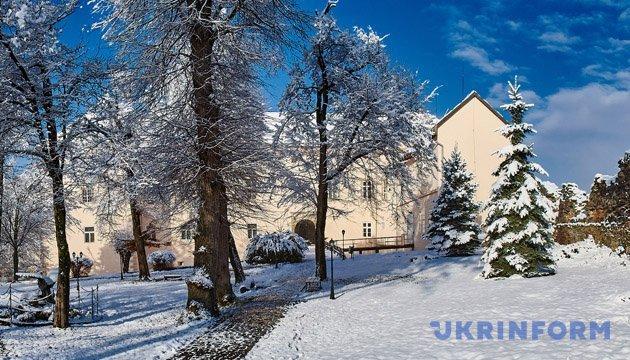 Синоптики прогнозируют на четверг сильные снегопады по всей Украине