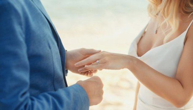 Петренко советует невестам заглядывать в реестр алиментщиков-должников