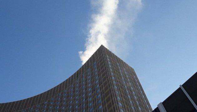 В Москве горит крупнейший отель, постояльцев и персонал эвакуируют