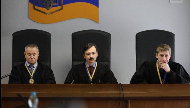 Защита Януковича просила суд