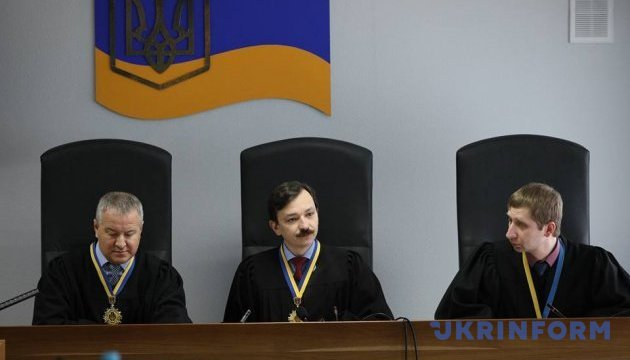 Госизмена Януковича: после перерыва в суде ждут Порошенко