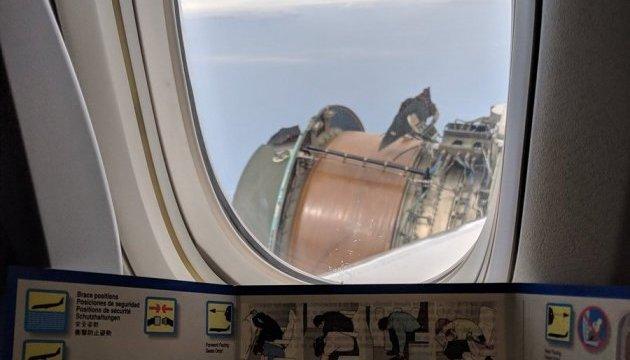 С американского Boeing в небе посыпалась обшивка