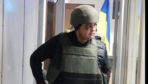 Шепелева привезли в суд в каске и бронежилете