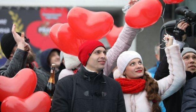 В Одессе влюбленные пары установили