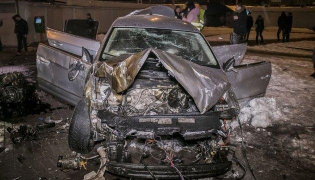 В Киеве Volkswagen снес отбойник и приземлился в пешеходном переходе