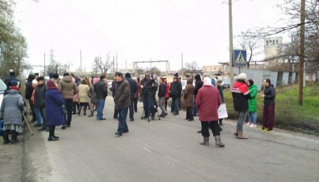 В Николаевской области жители перекрыли трассу: требуют ее ремонта