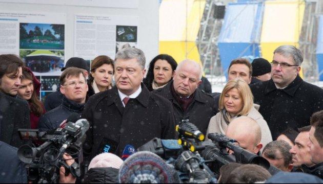 Porochenko inaugure l'exposition des projets pour le