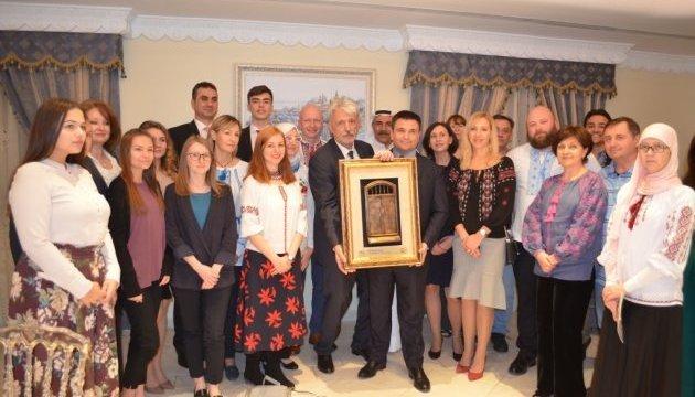 Foreign Minister Klimkin meets with Ukrainian community in Kuwait