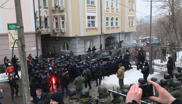 Столкновения под судом: МВД хочет услышать, откуда оружие у сторонников Труханова