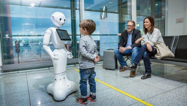 В аеропорту Мюнхена пасажирам допомагає гуманоїд