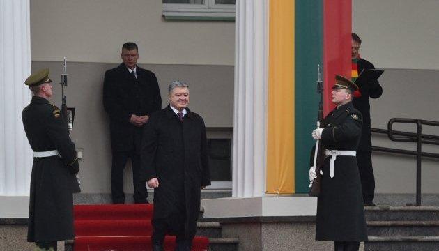 Порошенко принял участие в торжествах по случаю 100-летия восстановления государственности Литвы