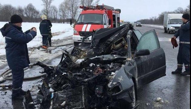 На Харьковщине Audi влетела в грузовик на обочине, четверо погибших