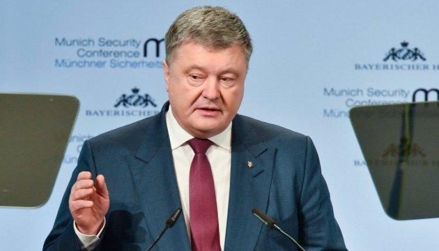"""Порошенко закликає ЄС і НАТО """"тримати двері відкритими для України"""""""