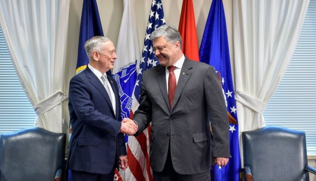 Poroshenko thanks the U.S. for weapons