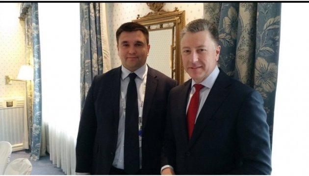 Klimkin y Volker discuten el deterioro de la situación en Donbás