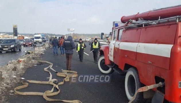 Під Києвом маршрутка з дітьми потрапила в ДТП: двоє загиблих, 12 постраждалих