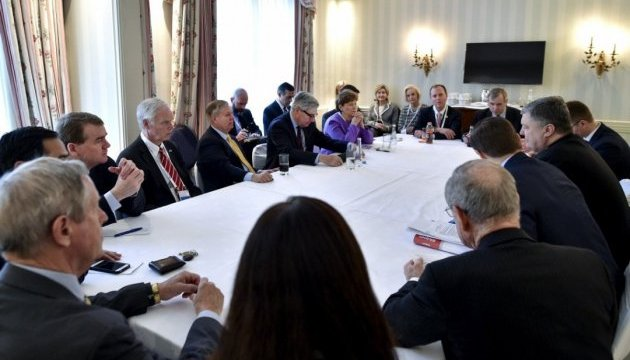 Порошенко призвал американских конгрессменов признать Голодомор геноцидом