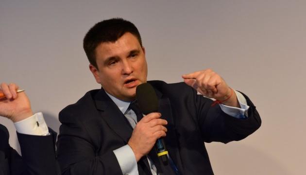 Klimkine exhorte les politiciens européens à ne pas se rendre à la Coupe du monde de football