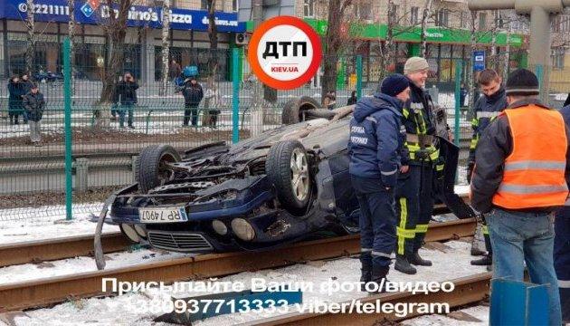 В Киеве из-за ДТП остановилось движение скоростного трамвая