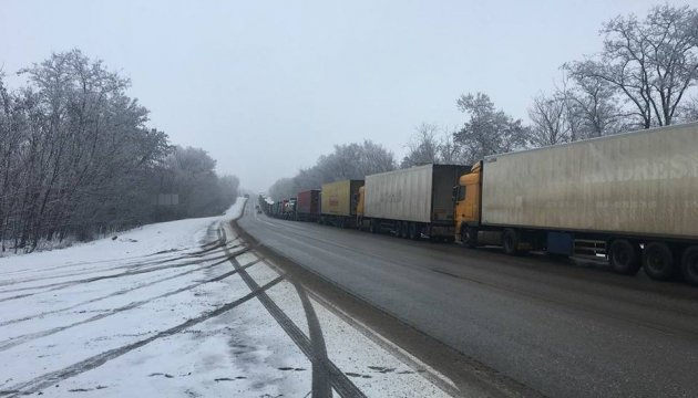 Очереди на границе: Россия двое суток не пропускает грузовики с Харьковщины