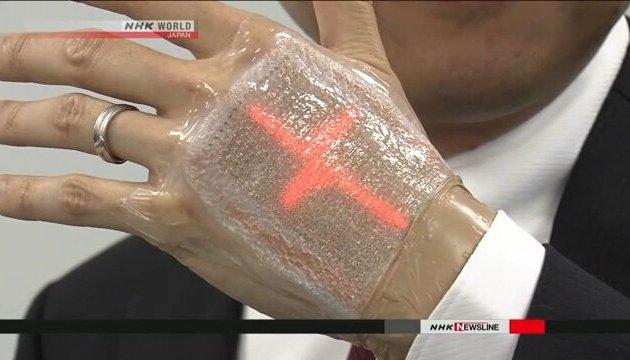 Японцы изобрели дисплей, похожий на пластырь
