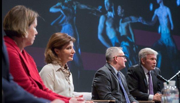 Марина Порошенко открыла международный форум по инклюзивному искусству