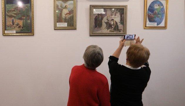 В АртХабі Укрінформу відкрилася виставка вишитих картин Надії Полєвої