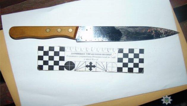 В киевском ТЦ мужчина напал с ножом на охранника