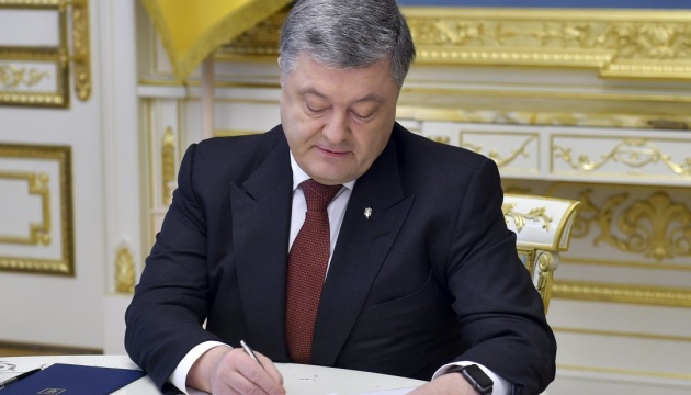 Poroshenko signs law on investment attractiveness of renewable energy facilities construction
