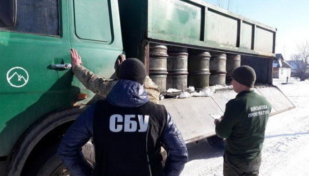 Военная часть на Житомирщине распродала по селам 50 тонн горючего